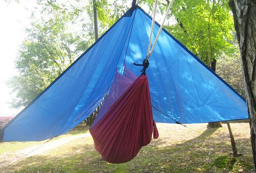 Choosing a hammock tarp camping: Full coverage or not?
