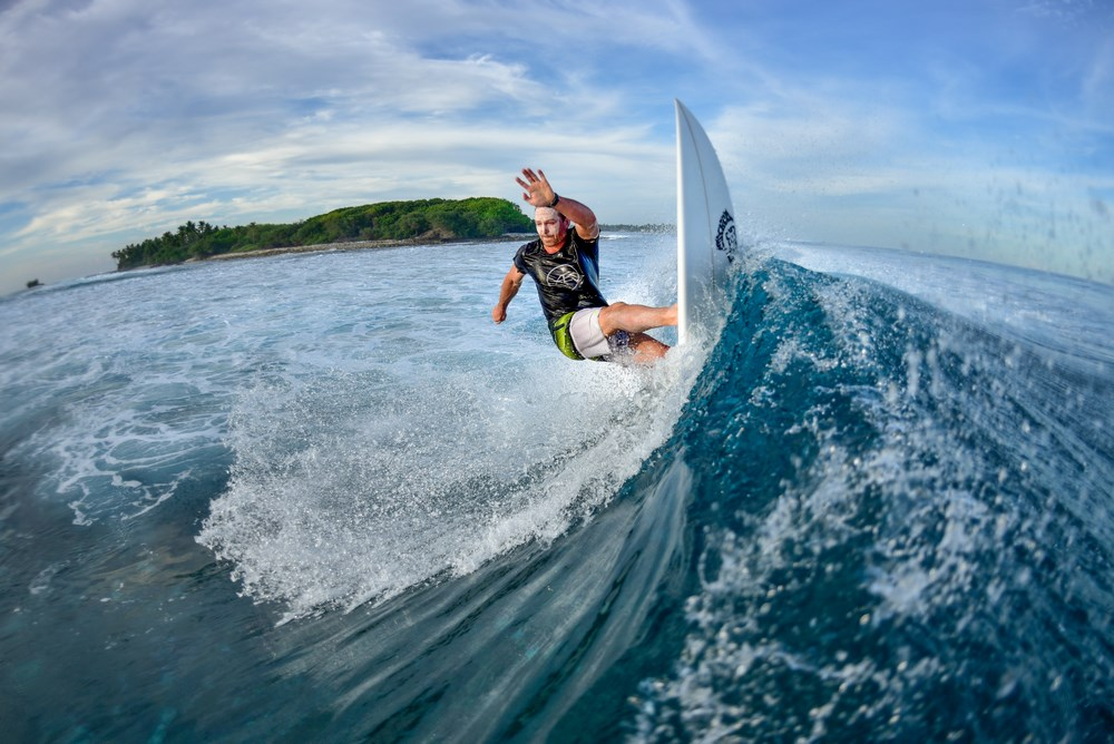 Perfect Surf Spots in Maldives for Beginners